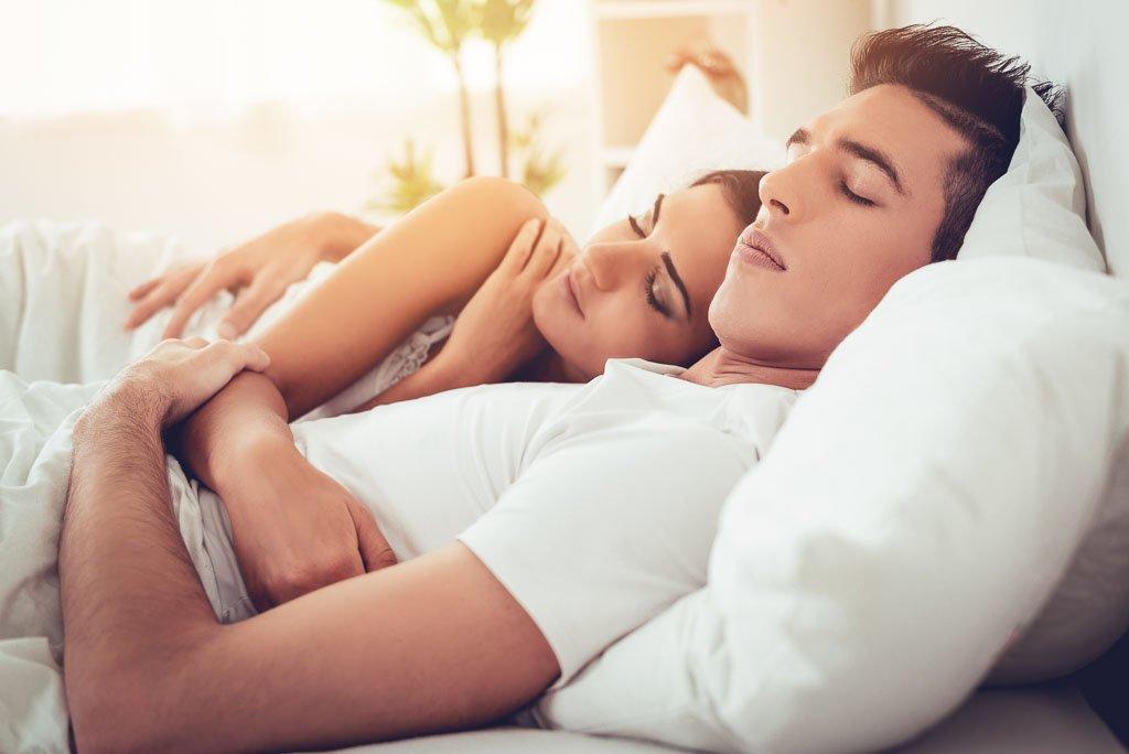 Suami Isteri Tidur Berpeluk Buatkan Jantung Lebih Sihat Pesona Pengantin